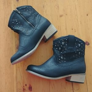 DLG ankle boots black with skulls size 8